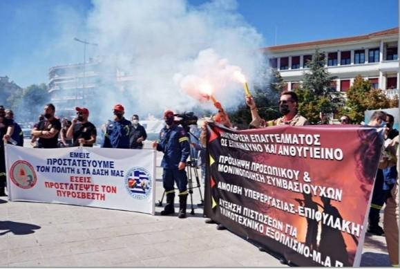 Πυροσβέστες από τη Μεσσηνία σε διαμαρτυρία στα Γιάννενα