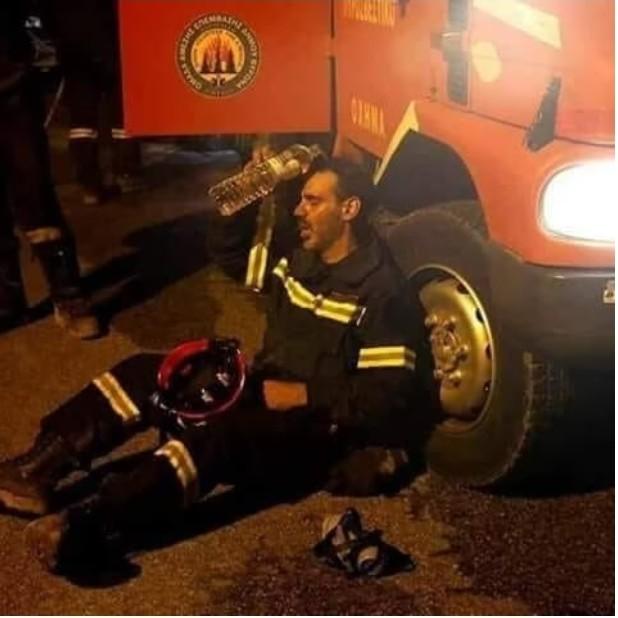 Μερικές εικόνες που αποδεικνύουν ότι οι πυροσβέστες μας ξέρουν από καλό…. τάβλι!