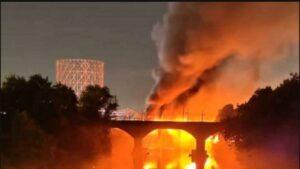 Πυρκαγιά στη Ρώμη- Κατέρρευσε μέρος ιστορικής μεταλλικής γέφυρας ponte di Ferro.