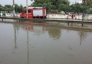 Σε ασφαλές σημείο μεταφέρθηκαν δύο γυναίκες έπειτα από ακινητοποίηση του οχήματός λόγο υδάτων