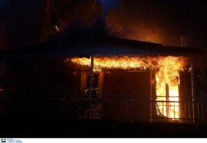Μεγαλη πυρκαγιά ΤΩΡΑ σε οικία στο Κορωπί Αττικής