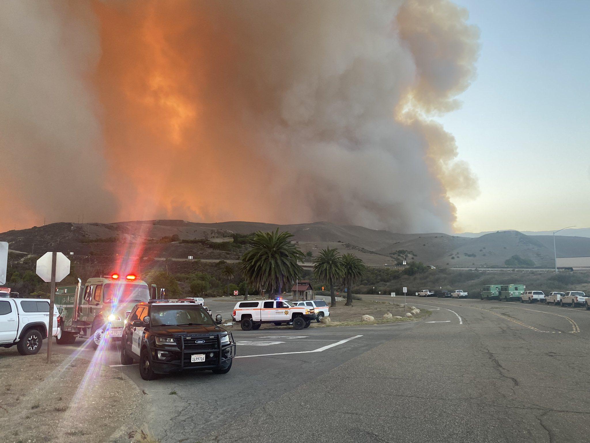 Καλιφόρνια: Μεγάλη πυρκαγιά απειλεί σπίτια στη Σάντα Μπάρμπαρα