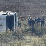 Τούμπαρε φορτηγό έξω από τη Λάρισα στο νοσοκομείο ο οδηγός που εγκλωβίστηκε.(φωτό)