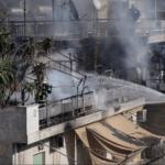 Μεγάλη πυρκαγιά σε πολυκατοικία στον Κολωνό: Βελτιωμένη η εικόνα -Ερευνες στα διαμερίσματα
