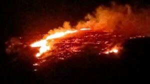 Πυρκαγιά σε εξέλιξη σε χορτολιβαδική έκταση στην Κάλυμνο