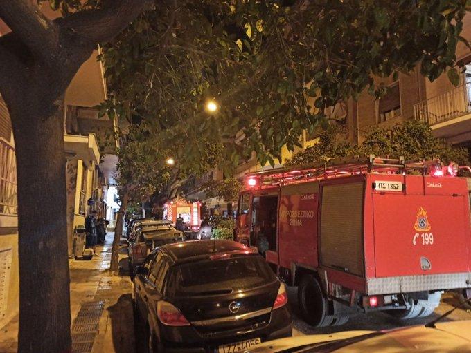 Πυρκαγιά σε πολυκατοικία στο Παγκράτι - Συναγερμός στην πυροσβεστική