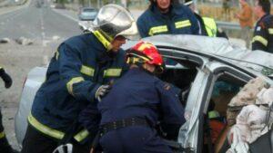 Τροχαίο με απεγκλωβισμό ηλικιωμένου – Πυροσβέστες τον έβγαλαν από το στραπατσαρισμένο αυτοκίνητο