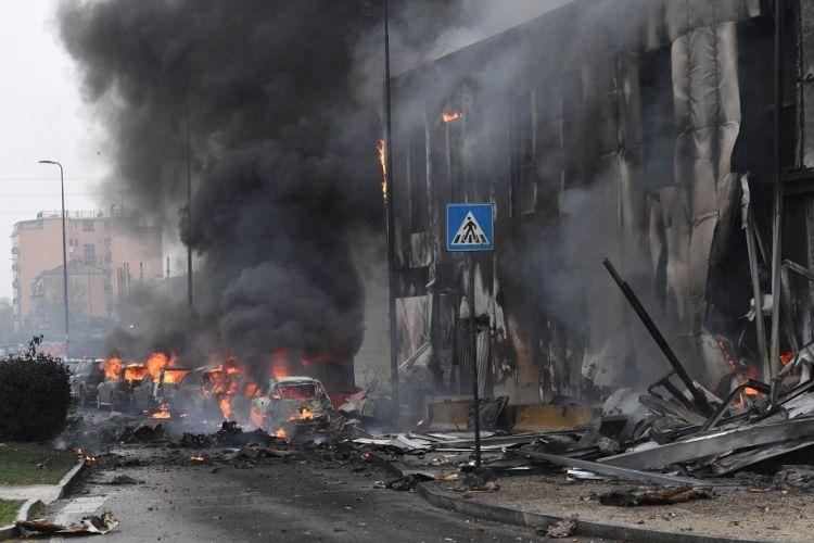 Τραγωδία στην Ιταλία: Ιδιωτικό αεροσκάφος έπεσε σε κτίριο στο κέντρο του Μιλάνου
