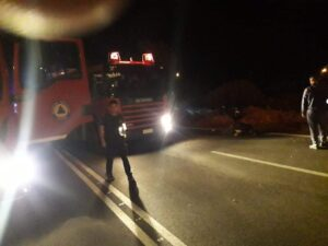 Πυρκαγιά σε οχημα μετα απο τροχαίο ατύχημα στα Λιμανακια βουλιαγμενης.(φωτό)