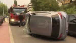 Τροχαίο στη Νέα Σμύρνη - Αναποδογύρισε αυτοκίνητο στη μέση του δρόμου.(φωτό)